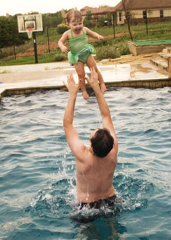 Kylie_Swimming_03.jpg