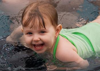 Kylie_Swimming_04.jpg