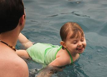 Kylie_Swimming_06.jpg